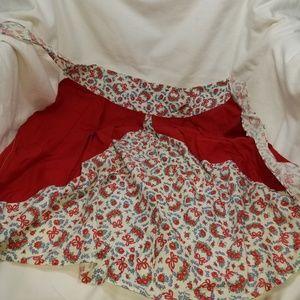 B8,099 Apron Floral Vintage